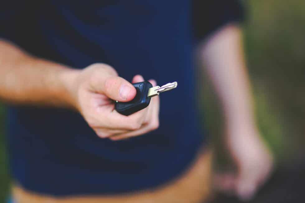 blur car key close up 6097 980x653 1
